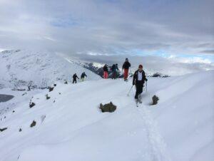 Die Gruppe nähert sich dem Gipfel