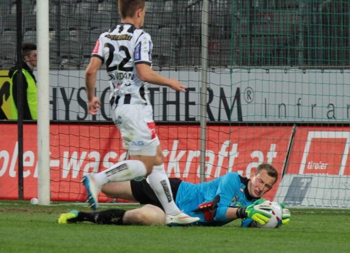 Julian Weiskopf ist derzeit die Nummer 2 im Tor des FC Wacker Innsbruck. Als Ersatzmann für den Ex-Nationalgoalie Pascal Grünwald zeigte er immer wieder starke Leistungen und wird zurecht als große Hoffnung für das schwarz-grüne Tor bezeichnet.