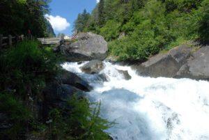 Beeindruckend, welche Wassermassen sich ins Tal bewegen.