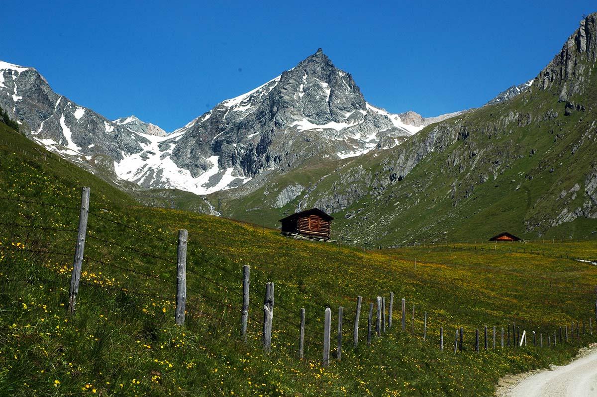 Blick auf die wunderschöne Bergwelt des Virgentals.
