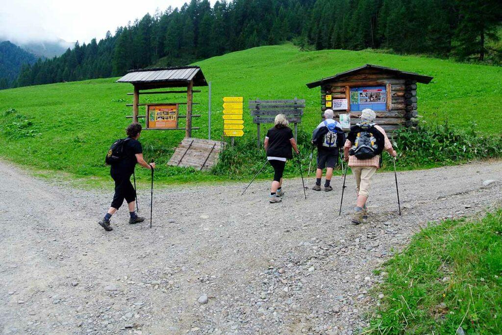 Abzweigung Alfen- und Roßbachtal.
