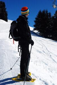 Schneeschuhwandern und die Natur genießen.