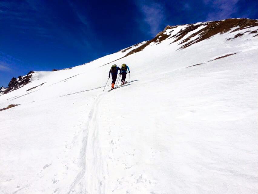 Steil bergauf durch Schnee, Eis und Fels.