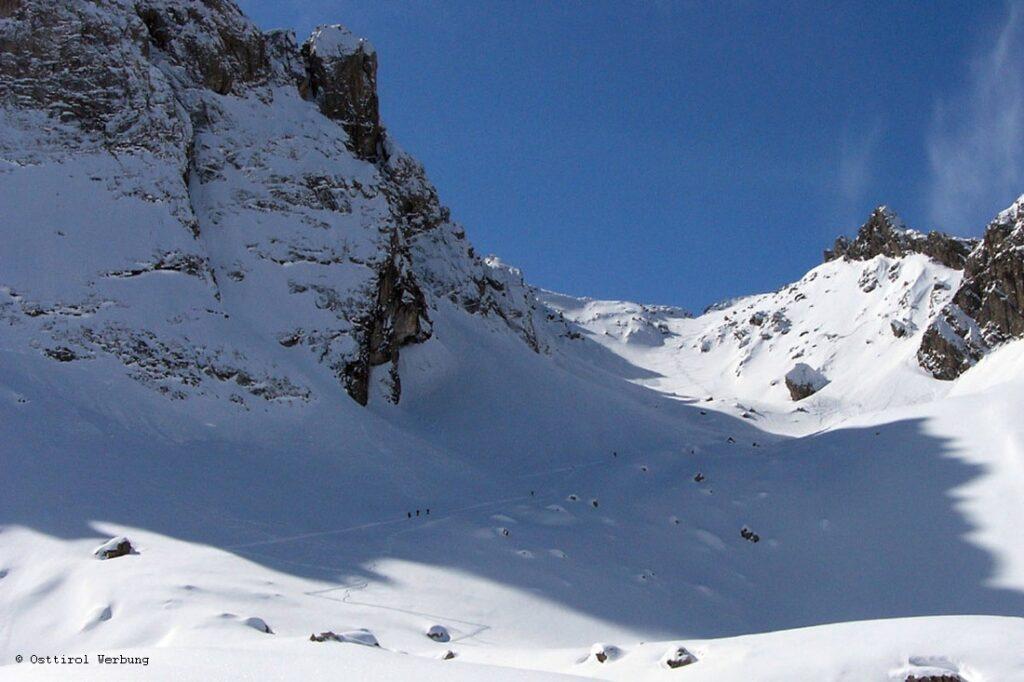 Der Blick auf die Ödkarscharte von der Karlsbader Hütte. Eine der vielen Möglichkeiten für eine Skitour in Osttirol.