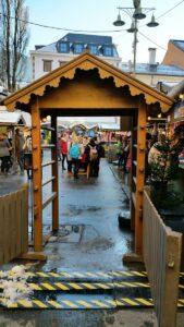 Das Eingangstor zum Christkindlmarkt in Lienz.