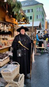 Hannes Rohracher ist der Nachtwächter am Christkindlmarkt.