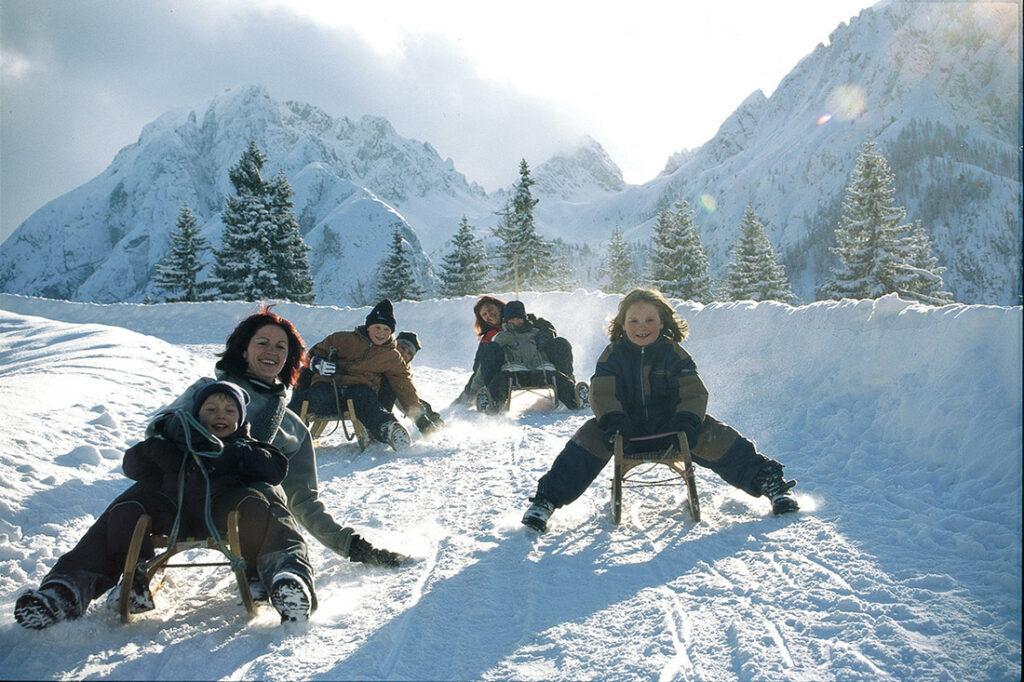 Rodeln in Osttirol: Die einfach und effiziente Weise um Kinder von Winter und Wintersport zu überzeugen.