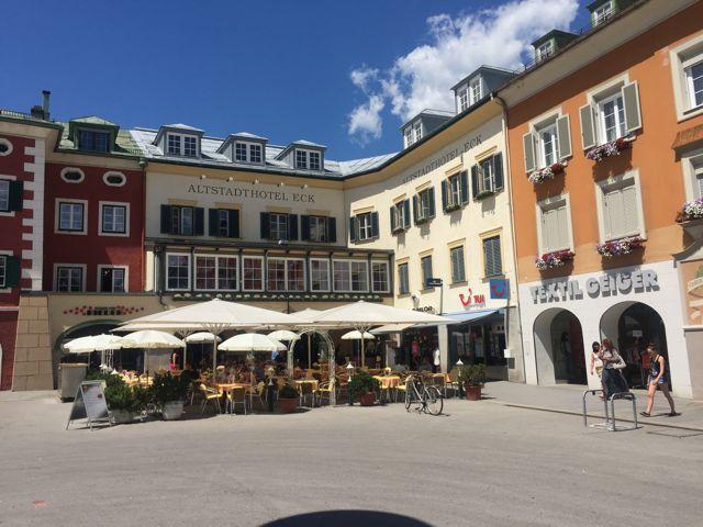 Cafes in Lienz laden nach der Tour mit dem Mountainbike zur Pause ein. (C) Florian Warum