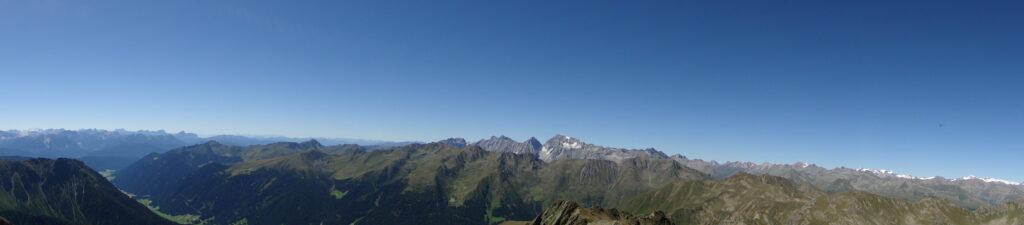 Von den Gipfeln der Oststiroler Bergwelt eröffnen sich faszinierende Panoramen