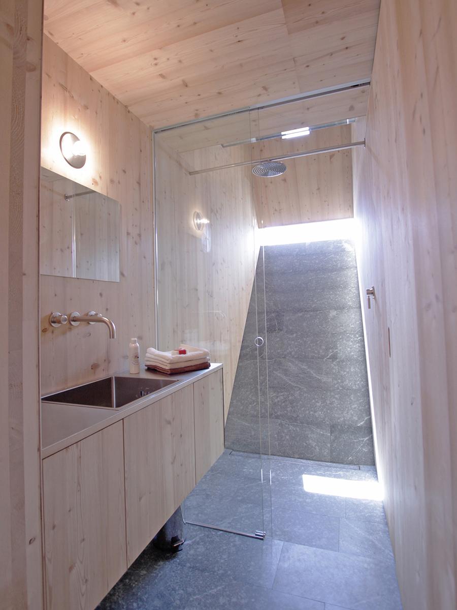 Dusche mit Blick ins Freie