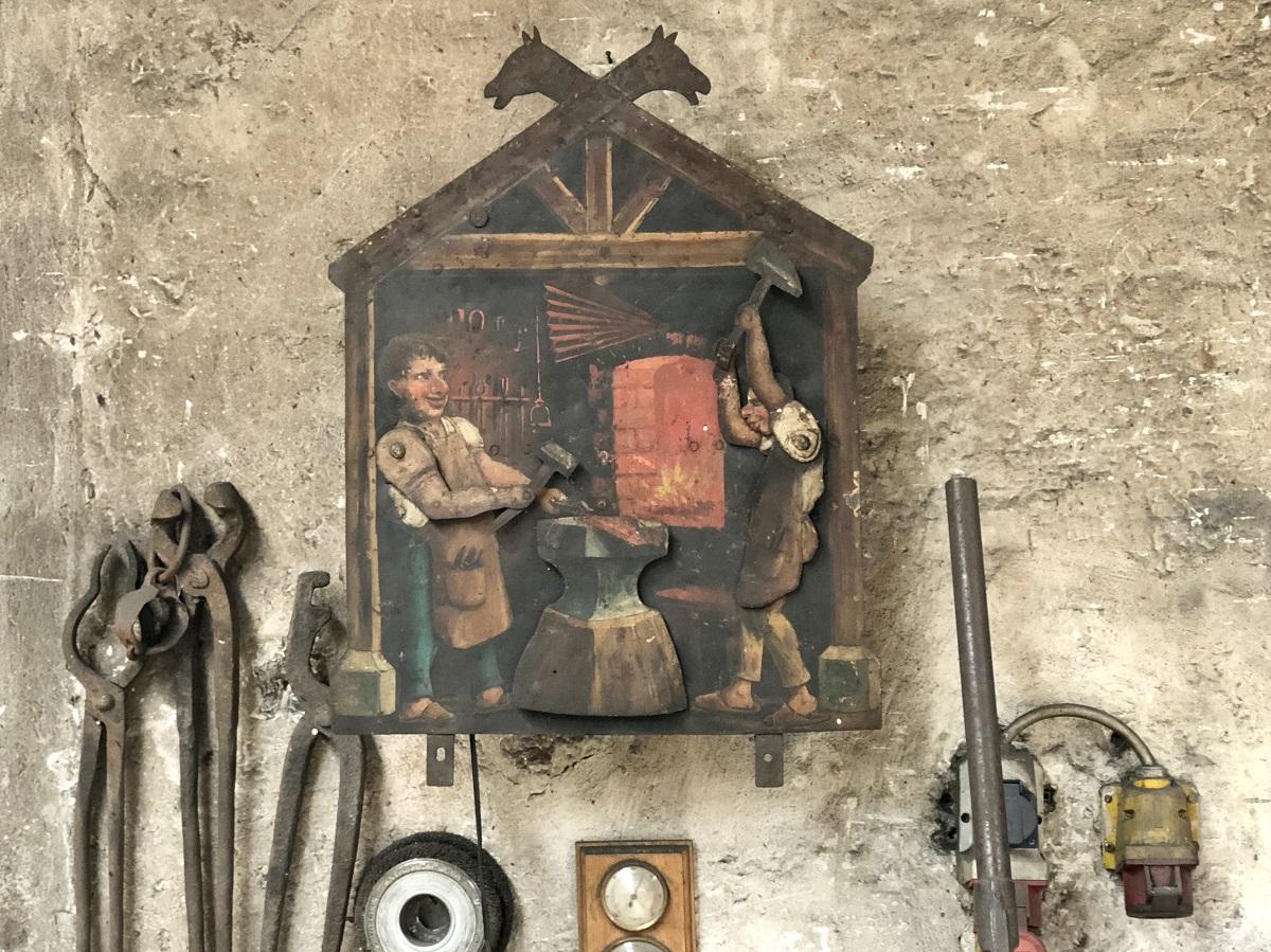 Historische Details in der Kunstschmiede, Messinggasse Lienz.