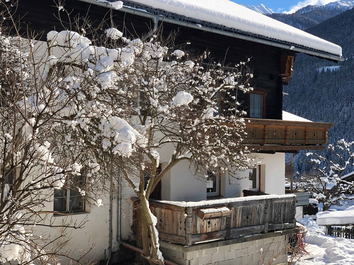 Der Bauernladen Virgen ist in einem traditionellen Haus im Sonnendorf untergebracht.