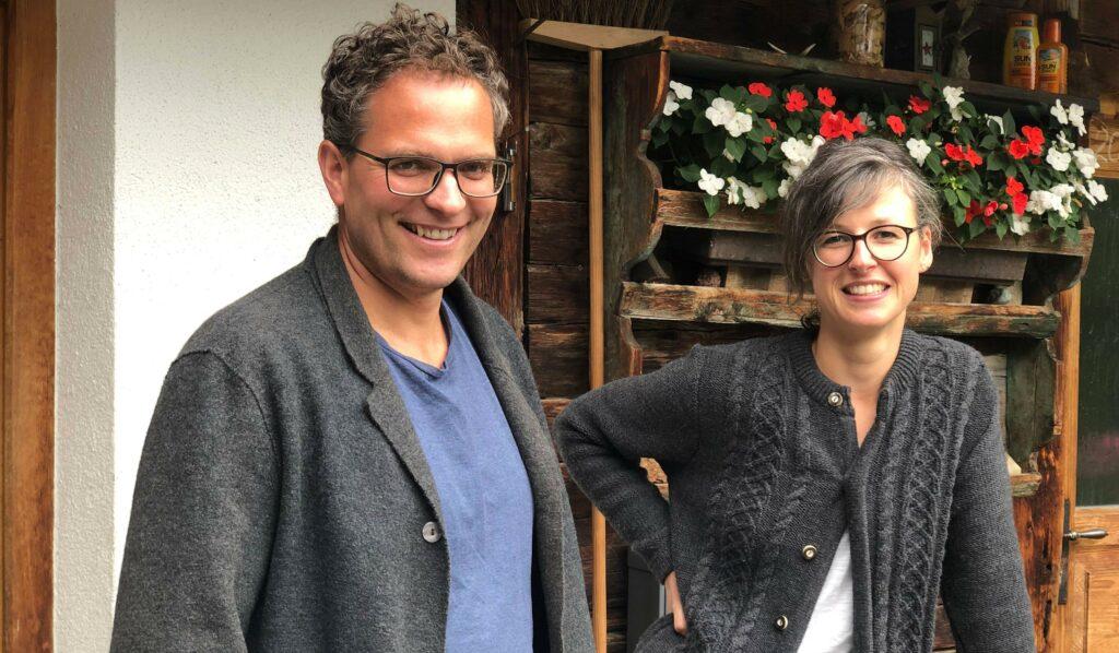 Die Gastgeber des Giatla Hauses und der Alfenalm: Benjamin Schaller und Jeannette Nehls.