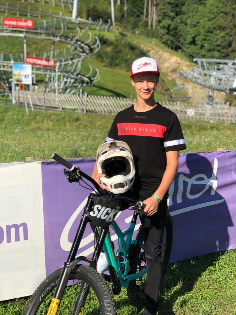Gabriel präsentiert Osttirol stolz bei internationalen Downhill-Contests. Im Bikepark Lienz trifft man ihn oft.