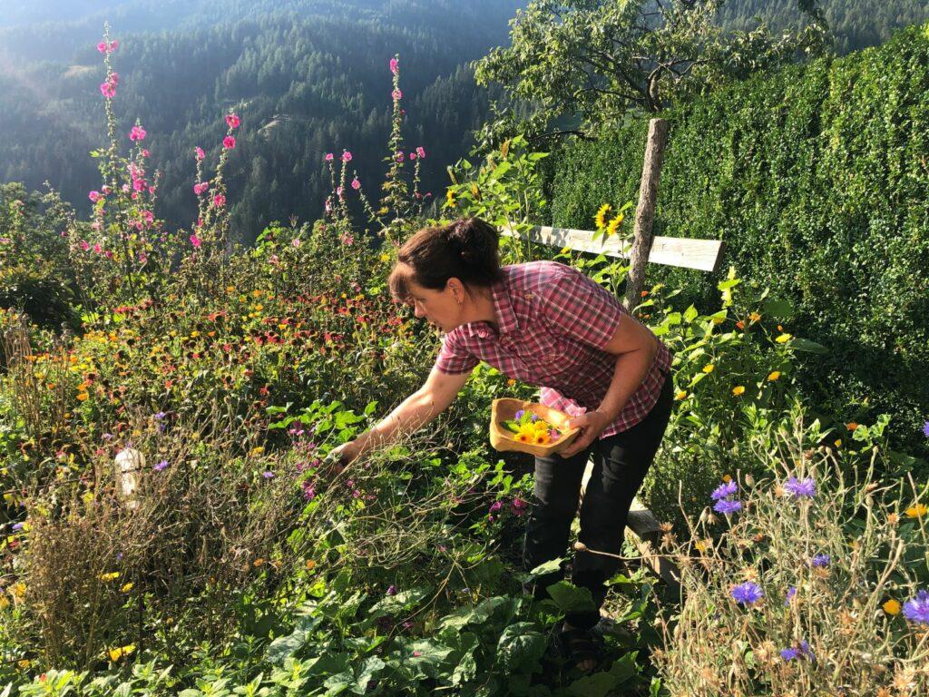 Agnes Oppeneiger im Garten